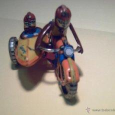 Juguetes antiguos de hojalata: ANTIGUA MOTO CON SIDECAR DE HOJADELATA SPORT - MARCA Z Z - GERMANY -. Lote 40411972
