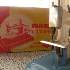 Juguetes antiguos de hojalata: MAQUINA DE COSER DE JUGUETE FRANCESA COUSSETTE. Lote 40453264
