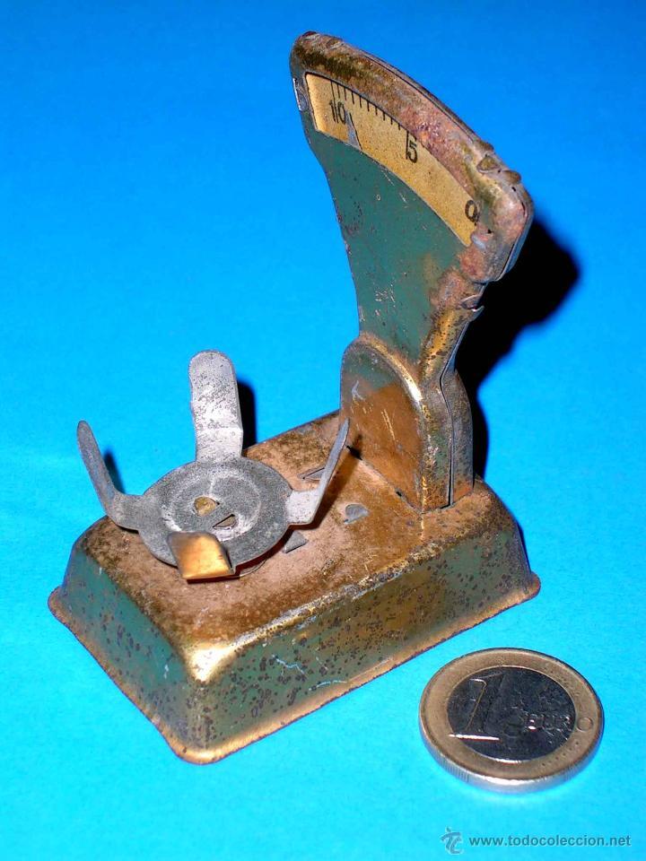 Juguetes antiguos de hojalata: Báscula fabricada en lata, original años 30. - Foto 2 - 40488959