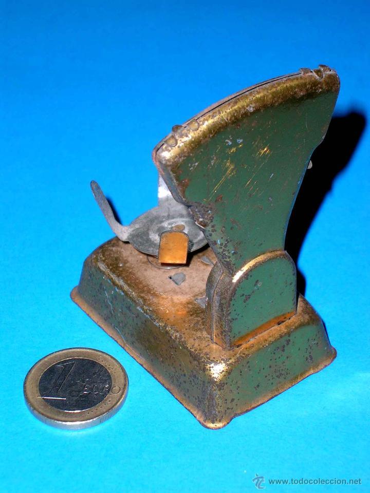 Juguetes antiguos de hojalata: Báscula fabricada en lata, original años 30. - Foto 3 - 40488959