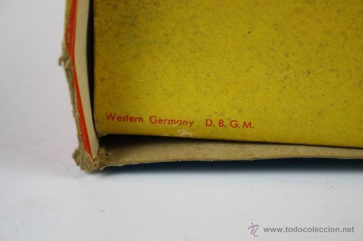 Juguetes antiguos de hojalata: JUGUETE DE HOJALATA - OSO CON PLATILLOS - WESTERN GERMANY D.B.G.M. - ORIGINAL 567 - Foto 8 - 40724237