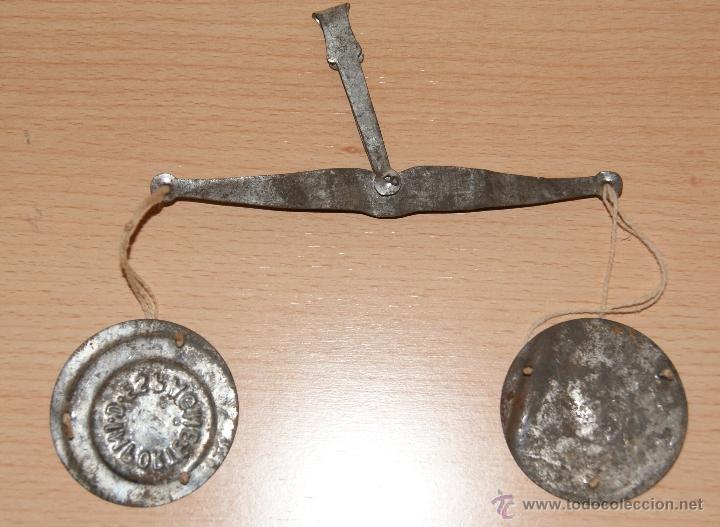 Juguetes antiguos de hojalata: Antigua Balanza de hojalata IMPORTE ESPAGNE Año 1930 - Foto 2 - 40827965
