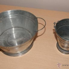 Juguetes antiguos de hojalata - 2 Antiguos cubos de juguete en aluminio-zinc Año 1930 - 40828023