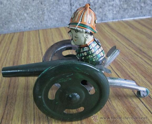 Juguetes antiguos de hojalata: CAÑON de chapa - Apretando la palanca rueda el cañón - Foto 2 - 41080403