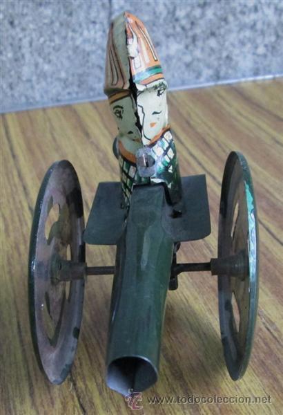 Juguetes antiguos de hojalata: CAÑON de chapa - Apretando la palanca rueda el cañón - Foto 4 - 41080403