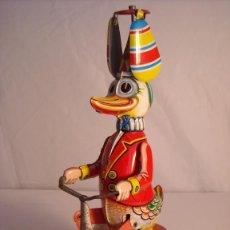 Juguetes antiguos de hojalata: JUGUETE TRICICLO HOJALATA PATO PAYASO A CUERDA MADE IN GERMANY AÑOS 50 FUNCIONANDO. Lote 41116237