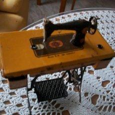 Juguetes antiguos de hojalata: ANTIGUA MAQUINA DE COSER SINGER DE RICO (IBI) ALICANTE 1920. Lote 71157119