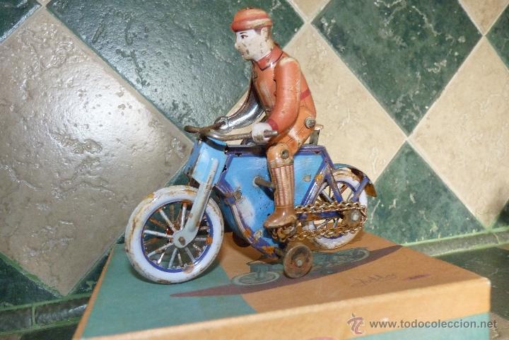 Juguetes antiguos de hojalata: JUGUETE DE HOJALATA, MOTORISTA - Foto 4 - 42423911