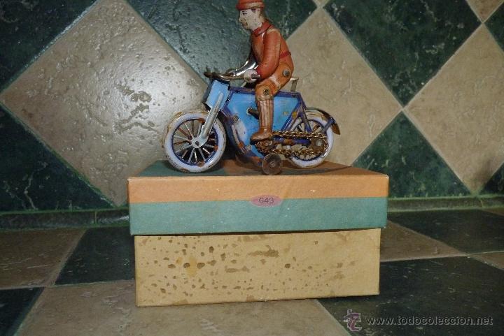 Juguetes antiguos de hojalata: JUGUETE DE HOJALATA, MOTORISTA - Foto 5 - 42423911