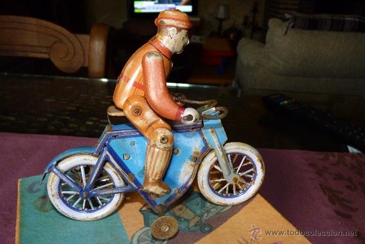 Juguetes antiguos de hojalata: JUGUETE DE HOJALATA, MOTORISTA - Foto 6 - 42423911
