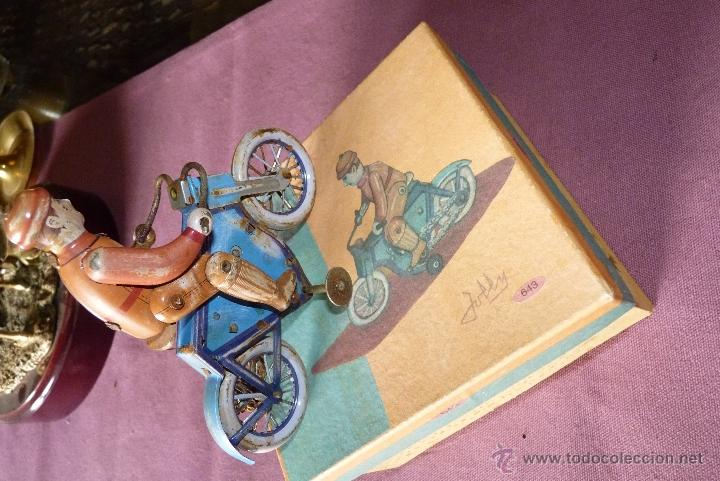 Juguetes antiguos de hojalata: JUGUETE DE HOJALATA, MOTORISTA - Foto 8 - 42423911