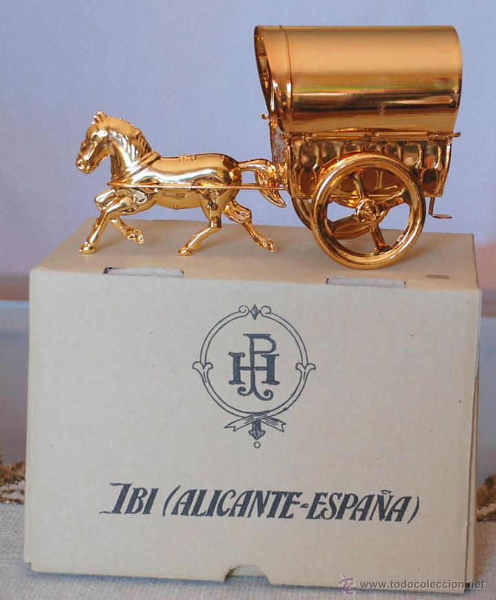 Juguetes antiguos de hojalata: RARA TARTANA CON CABALLO BAÑO ORO REF. 247 PAYA 100 UNIDADES EVENTO - Foto 2 - 41857800