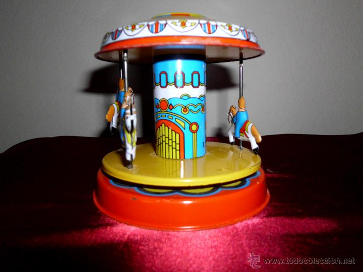 Juguetes antiguos de hojalata: Tiovivo de hojalata con movimiento - Foto 2 - 42566588