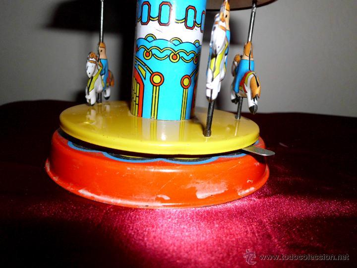 Juguetes antiguos de hojalata: Tiovivo de hojalata con movimiento - Foto 4 - 42566588