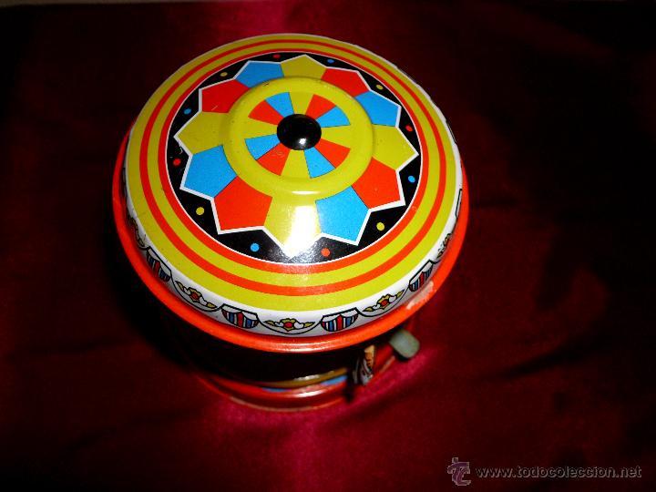 Juguetes antiguos de hojalata: Tiovivo de hojalata con movimiento - Foto 5 - 42566588
