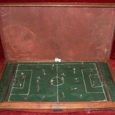 Juguetes antiguos de hojalata: FUTBOLIN DE SOBREMESA DE E.SANCHIZ BUENO (VITORIA) EN MADERA Y HOJALATA. AÑOS 40. Lote 43330818