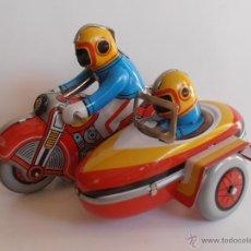Juguetes antiguos de hojalata: MOTO CON SIDECAR HOJALATA MADE IN CHINA. Lote 43477190