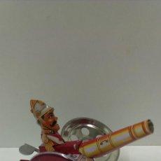 Juguetes antiguos de hojalata: CAÑON CON PERSONAJE EN HOJALATA CON MECANISMO QUE PROCUCE MOVIMIENTO. Lote 43516921