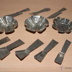Juguetes antiguos de hojalata: LOTE DE MENAJE LA LECHERA CUCHARAS, CUCHILLOS, MOLDES, TENEDOR. Lote 43573135