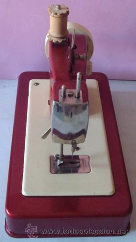 Juguetes antiguos de hojalata: ANTIGUA MÁQUINA DE COSER EN METAL MARCA CASIGE ALEMANA - Foto 8 - 43748111