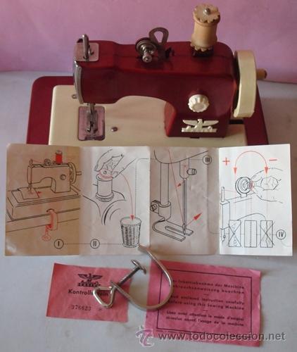 Juguetes antiguos de hojalata: ANTIGUA MÁQUINA DE COSER EN METAL MARCA CASIGE ALEMANA - Foto 10 - 43748111