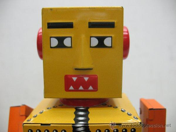 Juguetes antiguos de hojalata: Liliput - Robot de hojalata con mecanismo a cuerda N.P 5357 - Foto 2 - 44879744