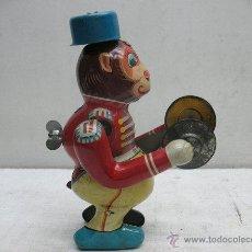 Juguetes antiguos de hojalata: MONO DE CIRCO DE HOJALATA LITOGRAFIADA CON MECANISMO A CUERDA,MADE IN JAPAN. Lote 44977061