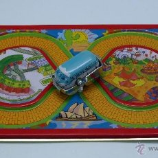 Juguetes antiguos de hojalata: PISTA CARRERAS HOJALATA CON FURGONETA A CUERDA MADE IN CHINA. Lote 45168587