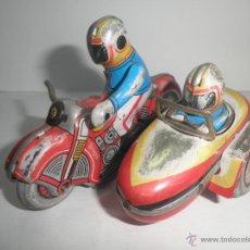 Juguetes antiguos de hojalata: MOTO CON SIDECAR DE HOJALATA. Lote 45517861