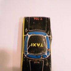 Juguetes antiguos de hojalata: COCHE DE LATON SERIGRAFIADO - TAXI NEGRO - 6X3 CM. Lote 45678569