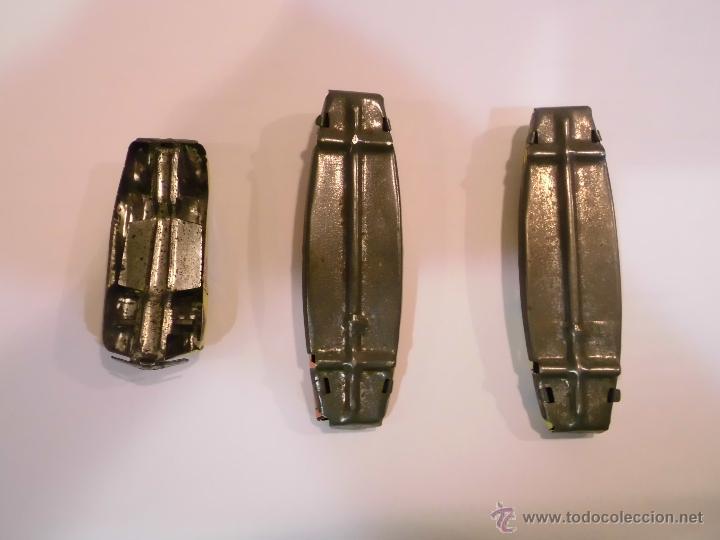 Juguetes antiguos de hojalata: LOTE 3 COCHES DE LATON SERIGRAFIADO SIN RUEDAS - Foto 2 - 45678578