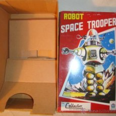 Juguetes antiguos de hojalata: ROBOT TIN TOY. SOLO LA CAJA.. Lote 46790158