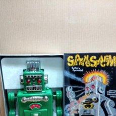 Juguetes antiguos de hojalata: NUEVO A ESTRENAR ROBOT ROBOTS SMOKING SPACE MAN DE HA HA TOYS CON CAJA. Lote 47712375