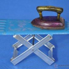 Juguetes antiguos de hojalata: TABLA DE PLANCHAR, JUGUETE EUROPEO.. Lote 47943212