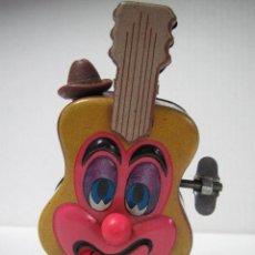 Juguetes antiguos de hojalata: ANTIGUA GUITARRA AUTÓMATA EN HOJALATA LITOGRAFIADA A CUERDA DE LOUIS MARX MADE IN JAPAN - AÑO 1968.. Lote 47946184