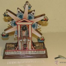 Juguetes antiguos de hojalata: NORIA EN HOJALATA CON RESORTE. Lote 68629025