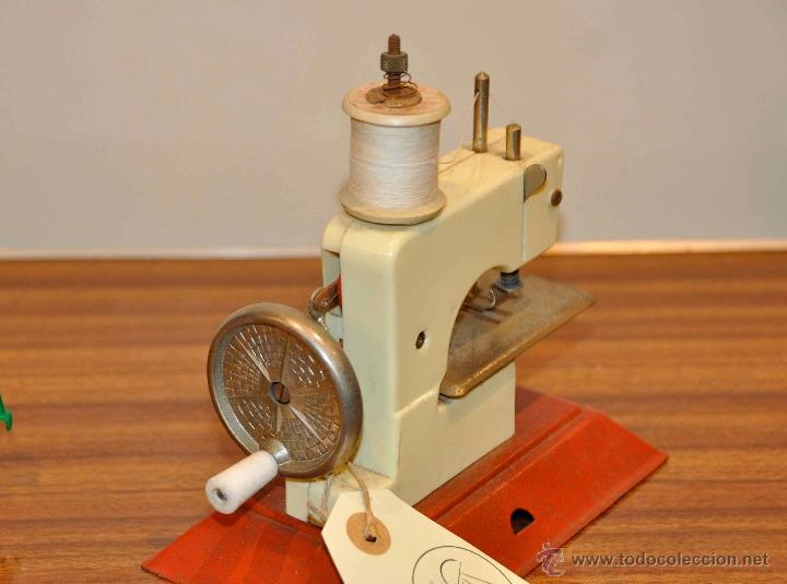 Juguetes antiguos de hojalata: Máquina de coser de juguete - Foto 2 - 48195684