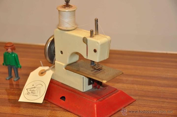 Juguetes antiguos de hojalata: Máquina de coser de juguete - Foto 3 - 48195684