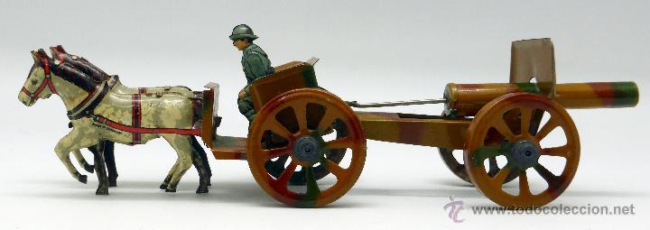 Juguetes antiguos de hojalata: Carro cañón tiro caballos conducido por dos soldados hojalata litografiada Made in Germany años 30 - Foto 3 - 48611300