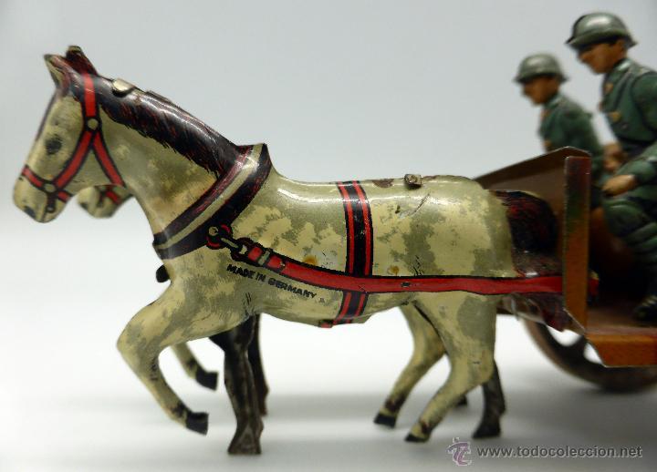 Juguetes antiguos de hojalata: Carro cañón tiro caballos conducido por dos soldados hojalata litografiada Made in Germany años 30 - Foto 4 - 48611300