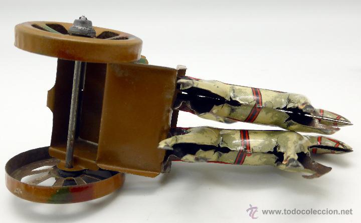 Juguetes antiguos de hojalata: Carro cañón tiro caballos conducido por dos soldados hojalata litografiada Made in Germany años 30 - Foto 8 - 48611300