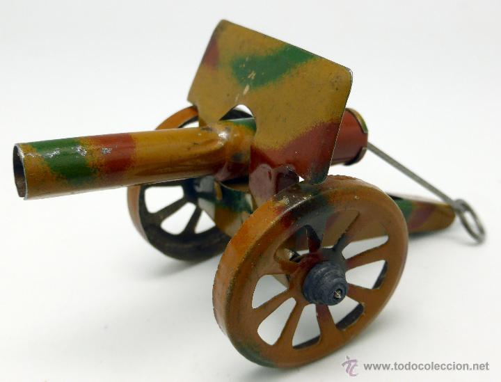 Juguetes antiguos de hojalata: Carro cañón tiro caballos conducido por dos soldados hojalata litografiada Made in Germany años 30 - Foto 10 - 48611300