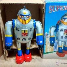 Juguetes antiguos de hojalata: SUPER ROBOT A ESTRENAR A CUERDA . Lote 48799044