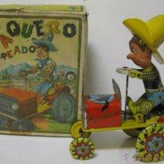 Juguetes antiguos de hojalata: 55-ANTIGUO TRACTOR RODEO-VAQUERO MAREADO-EN LATA LITOGRAFIADA Y CUERDA-RICO-CAJA ORIGINAL-AÑO 1950. Lote 48882487
