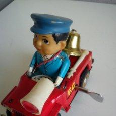 Juguetes antiguos de hojalata: PRECIOSO COCHE PARA COLECION CON EL POLICIA SELADO 653 MS 884MAD CHINE. Lote 49362159