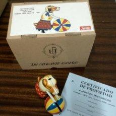 Juguetes antiguos de hojalata: PERRO CON PELOTA DE PAYA REF 678. Lote 49604471