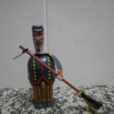 Juguetes antiguos de hojalata: BARRENDERO DE PAYA. Lote 50764004