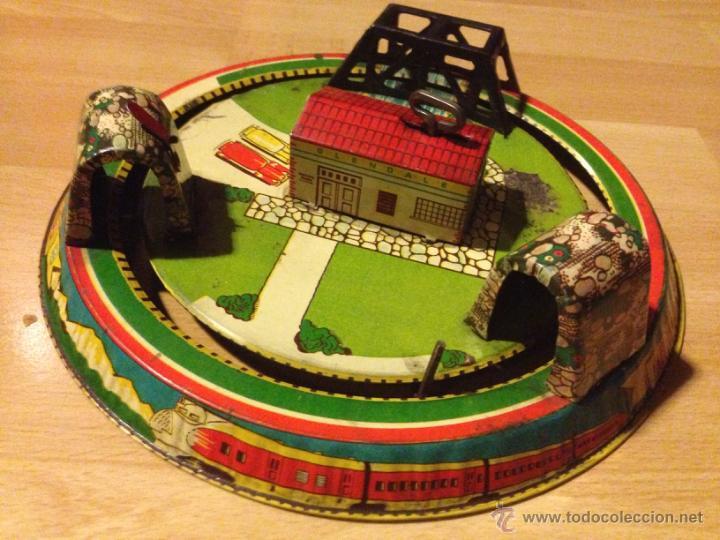 Juguetes antiguos de hojalata: Circuito de hojalata. a cuerda de tren honeymoon express - Foto 2 - 50853650