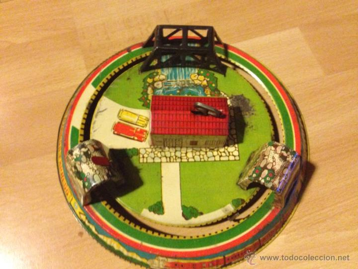 Juguetes antiguos de hojalata: Circuito de hojalata. a cuerda de tren honeymoon express - Foto 3 - 50853650
