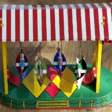 Juguetes antiguos de hojalata: ATRACCION DE FERIA BARCAS FUNCIONANDO. Lote 51140174